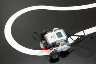 LEGO MINDSTORMS を利用したトレースカー製作(1年)