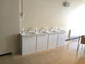 手洗い場と網戸が新設されました