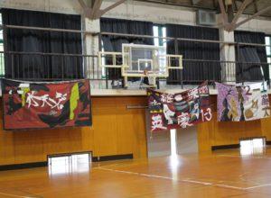 学生が高専祭代替行事用に横断幕を制作しました